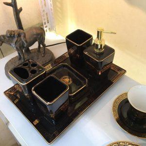 Bộ đồ dùng phòng tắm Versace